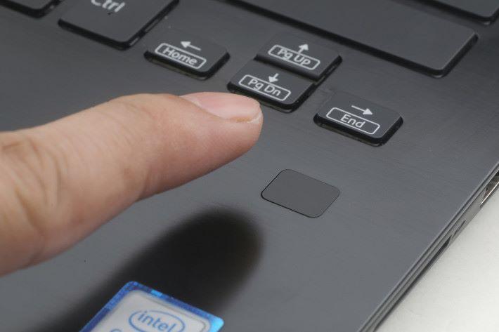 內建指紋辨識器可保障個人私隱。
