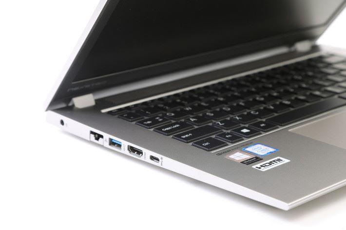 毋須使用轉插,直接提供HDMI 顯示輸出及 LAN 介面,功能完備。