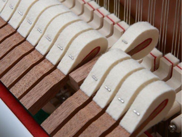 琴槌外包著高品質的毛氈或絨布, 令琴弦震動較為柔和。