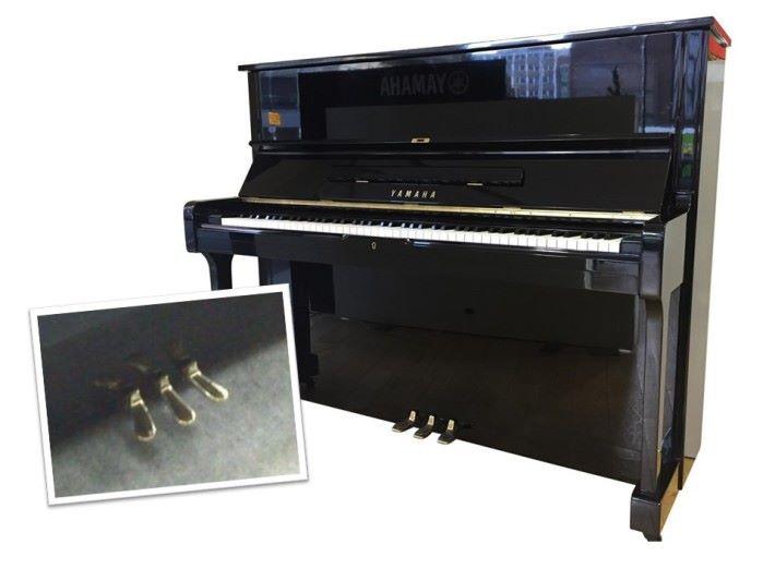 鋼琴通常有兩至三個踏板,也與鋼絲有關。