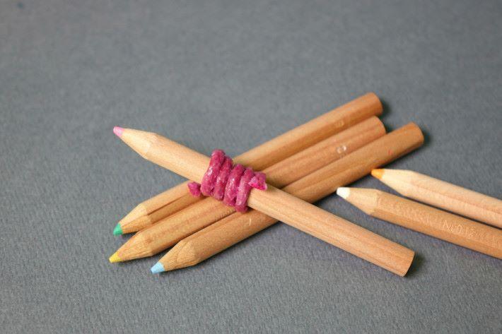 顏色蠟條另一功能是其觸感及紋理,可以提高兒童的握筆觸感的持久力,以及協助訂定握筆位置。