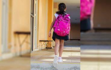 害怕上學的女孩