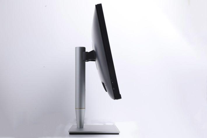 支撐架採用人體工學設計,可作高度調校之餘,也能作多角度微調及旋轉。