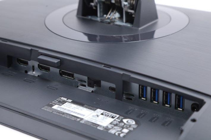 端子方面提供 HDMI、Display Port 及 USB Type-C 各一組,更有多達四組 USB 3.0 端子,方便同時接駁不同裝置使用。