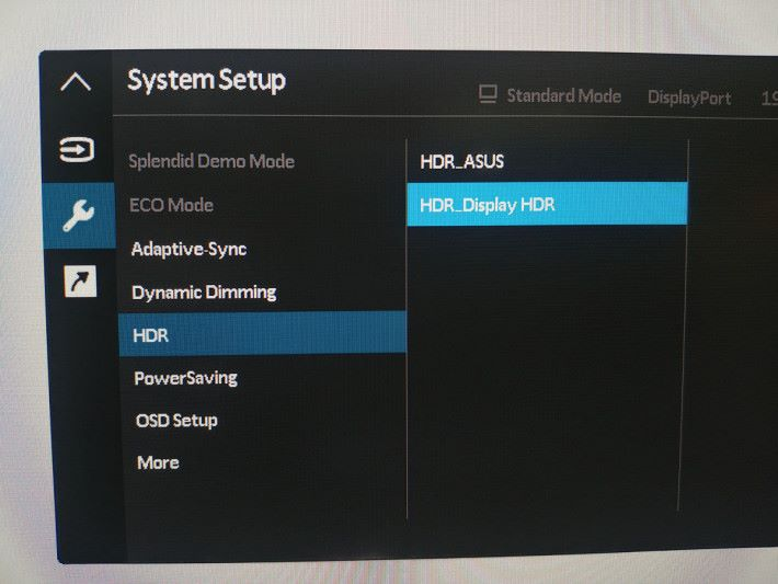 提供兩種不同的 HDR 模式,HDR_ASUS 的色彩會較鮮艷悅目,HDR_Display HDR 的色彩會較清淡自然。
