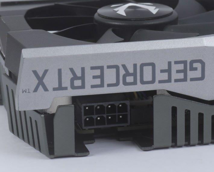 標準的 8-pin PCI-E 供電設計