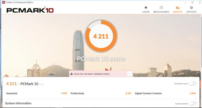 PCMark 10 測試獲得 4,211 分,成績高於同級筆電。