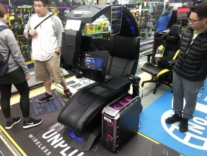 遠睇「電競椅」設計如機械人駕駛艙,用來打遲一陣推出的遊戲 Anthem ,會更加有 Feel 嗎?
