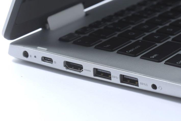 機身兩側同樣有齊新舊規格的 USB 端子,擴充與支援能力有一定保證。