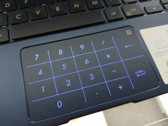 Touch Pad 部分採用一鍵切換設計,可以作化虛擬的 Number Pad 使用。