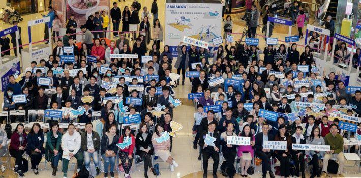 頒獎典禮超過 200 名得獎師生與一眾嘉賓合照。