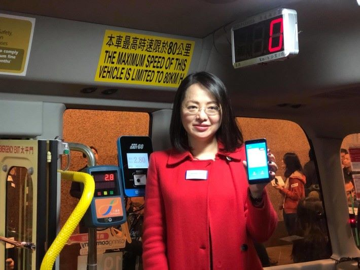 AliPay HK 表示 EasyGo 易乘碼 讀碼機配備 GPS系統,方便用作監察交通情況及車隊管理之用。