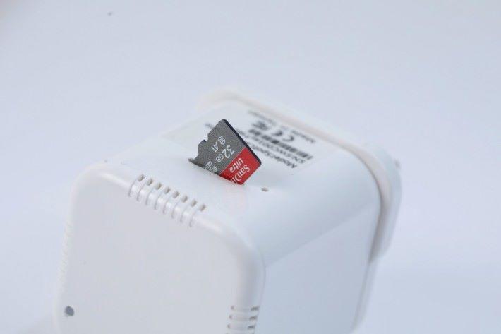 門鈴插頭具備 microSD 卡槽。