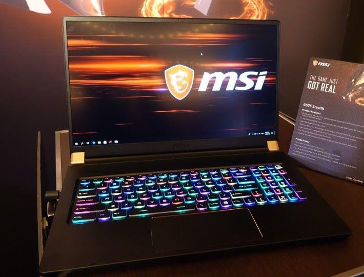 GS75 Stealth 為首款搭載 RTX 2080 Max-Q 顯示卡的輕量電競筆電。