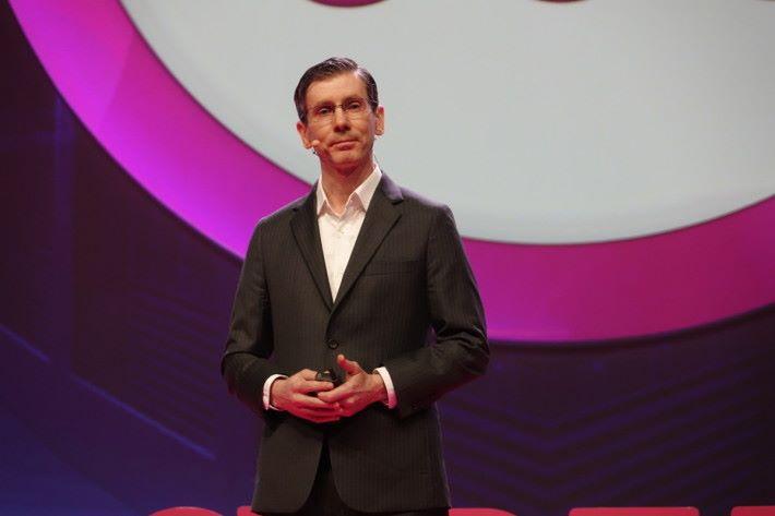 Tony Jarvis 呼籲,用戶不要習慣企業洩露個人資料。