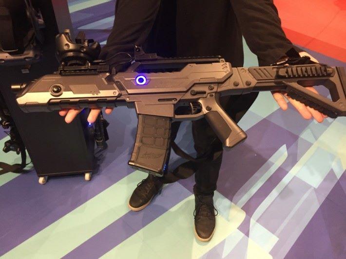 射擊區玩家需要使專用的控制器。