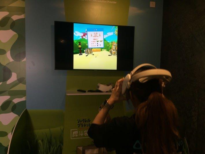 遊戲只需要按畫面「蹲」、「跳」就能夠操縱。