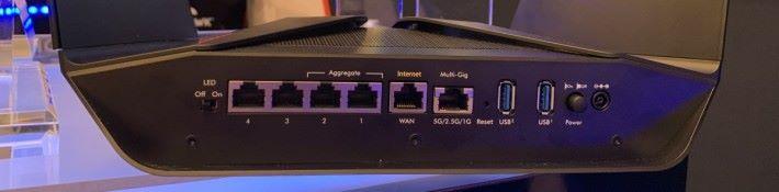 具備一個 5G / 2.5G / 1G Multi-Gigabit LAN 埠。