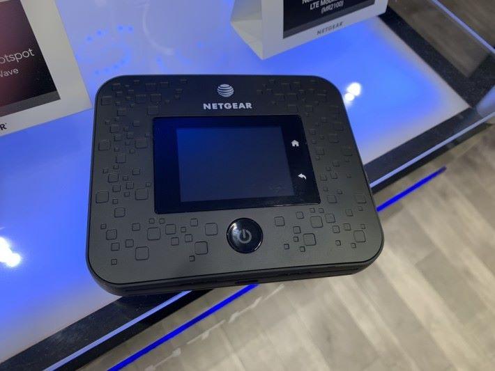 MR5000 可作旅行用的「Wi-Fi 蛋」,或者偏遠地區的家庭用戶,亦可把它當作 Router 使用。
