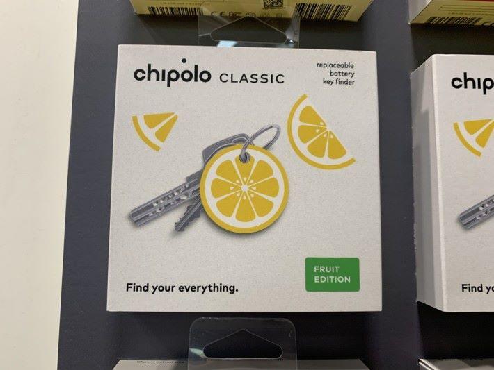 可把 Chipolo CLASSIC 掛在鑰匙上,圖為水果造型特別版。(攝於拉斯維加斯 CES)