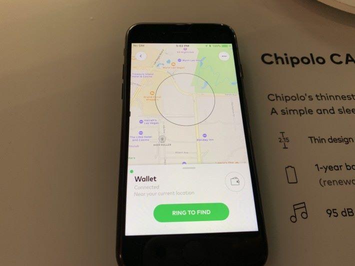 在手機App地圖看到物件的位置,按「Ring」就能令 Chipolo 發出聲響。(攝於拉斯維加斯 CES)