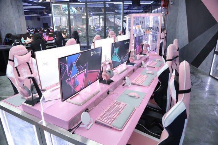 特設 GIRL ZONE 女性專區,用上全副粉紅色 Gear!