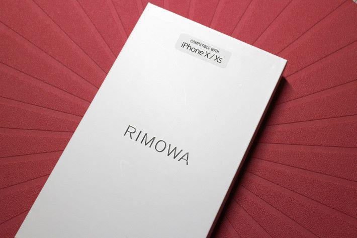 簡單的包裝盒上面註明適用於那一個型號的 iPhone。