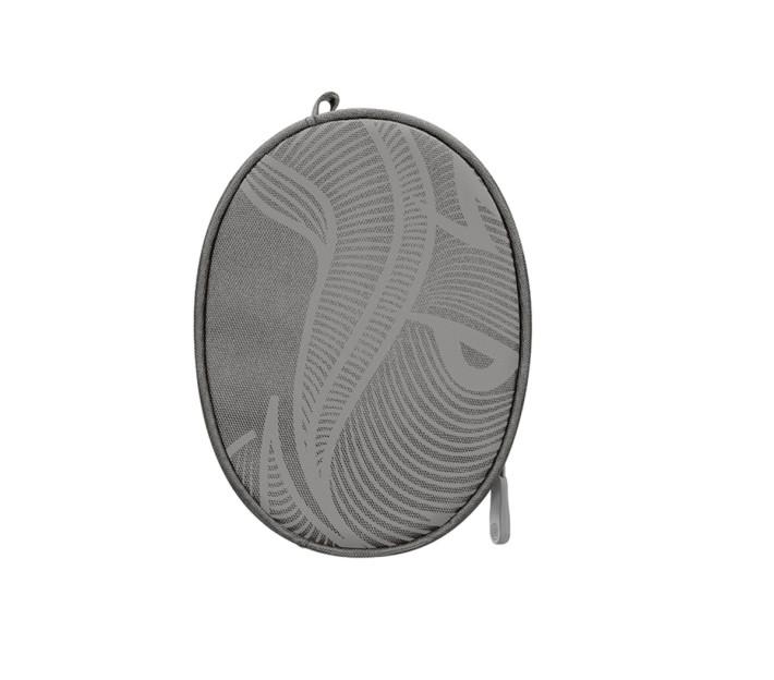 附送的耳機保護套也有野豬插畫的圖案,配襯特別版的 Solo3 Wireless 耳機。