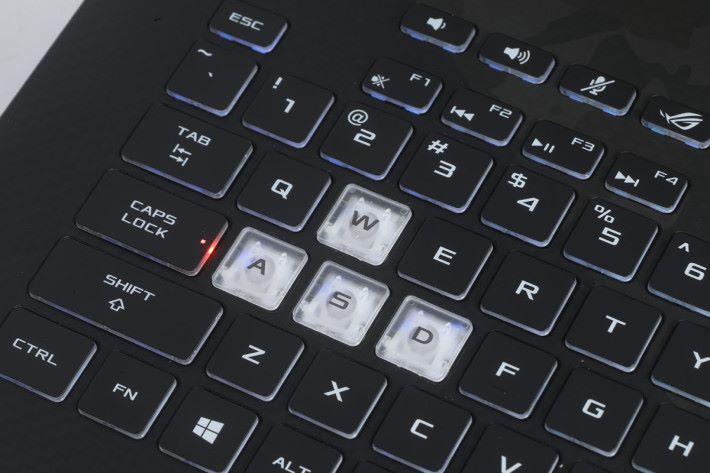 WASD 四鍵有用特別鍵帽來標記,讓玩家更準確按鍵。