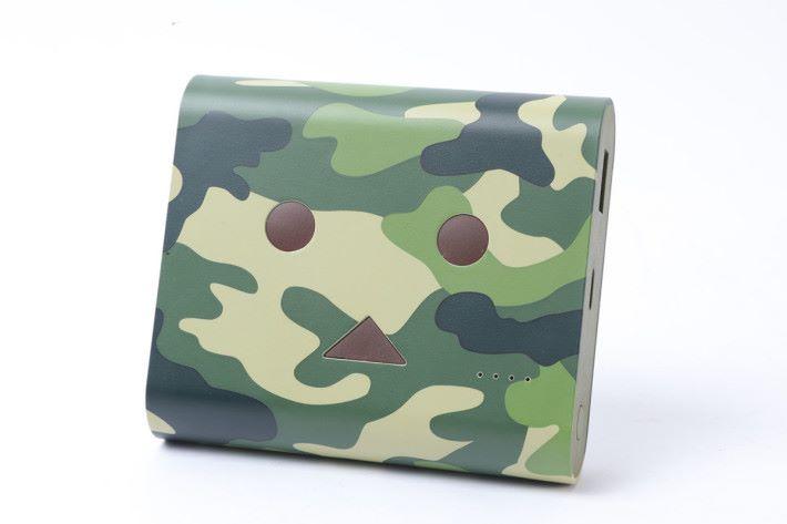 迷彩特別版造形設計獨特,適合軍事風的男仔。