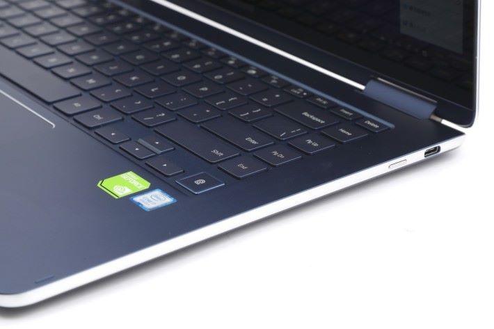 右邊有一個 USB 3.0 Type-C 埠,Intel 貼紙上方為指紋辨識感應器。銀色邊框的部分看似很薄身,但連計彎下去的底部,其實整機並沒有那麼薄。