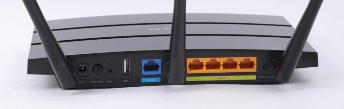 1 WAN + 4 LAN 及 USB 2.0 埠。