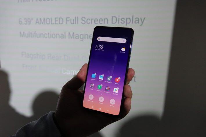 Mix 3 升級成 5G 電話,正面保持不變。