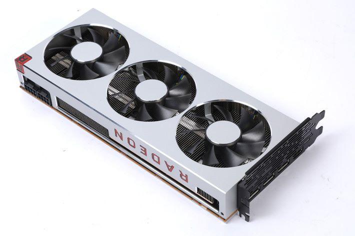 頂部有紅色「 Radeon 」logo