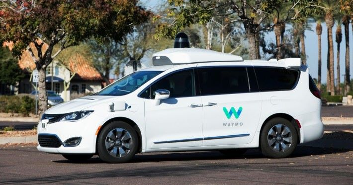 Google 母公司 Alphabet 旗下的 Waymo 已在加洲山景城推出電召自動駕駛出租車服務。