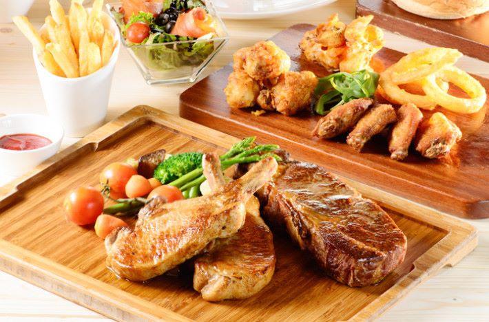 既然開設在酒店,自然少不了美食。在 REGALA ESPORTS CLUB 任何消費即可免費享用 45 分鐘電競娛樂設備。