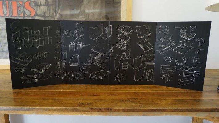 TCL 在他們的展廳中展示各種摺疊屏幕裝置的設計槪念。