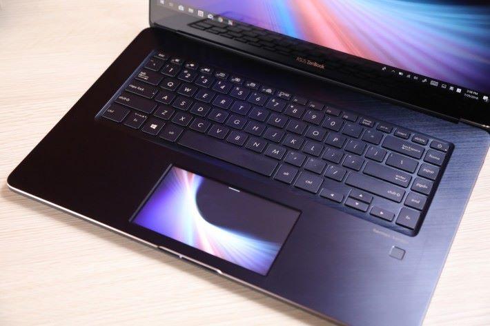 ScreenPad 令傳統觸控板變成副屏幕。