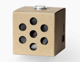 AIY Voice Kit ,這已是採用 Raspberry Pi Zero W 的第二代。