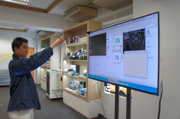 他們所設計的智能產品能正確辨識數字及發出語音訊號。