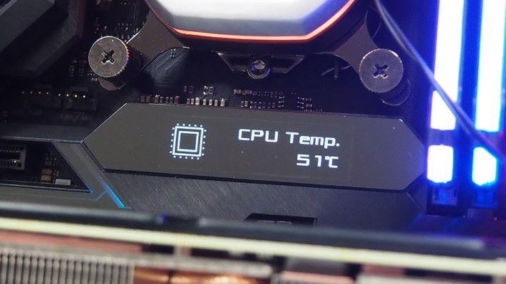 預設 LiveDash OLED 會實時顯示 CPU 工作溫度。