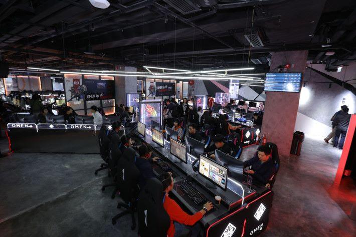 今次活動於電競館內的 OMEN Zone 以 OMEN by HP 880 桌面電競電腦進行較量。