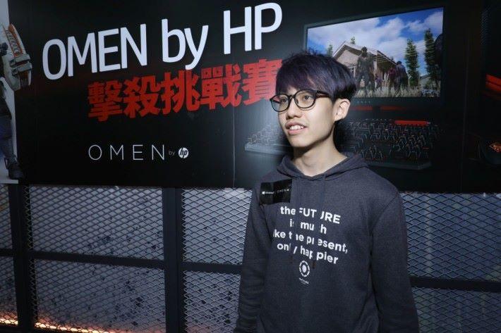 阿聰對 Omen by HP 的電腦效能非常滿意。