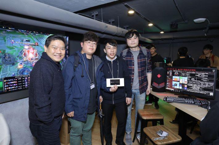 亞軍三名玩家可以各可以得到$200 Steam 儲值卡。
