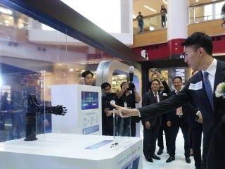 展覽設有6大展示區,包括戰無不勝包剪揼機,市民可趁機會挑戰一下機械手臂。