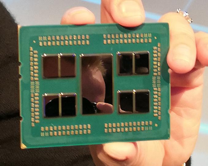 EPYC Rome 亦是中間有一大塊 I/O 晶片。