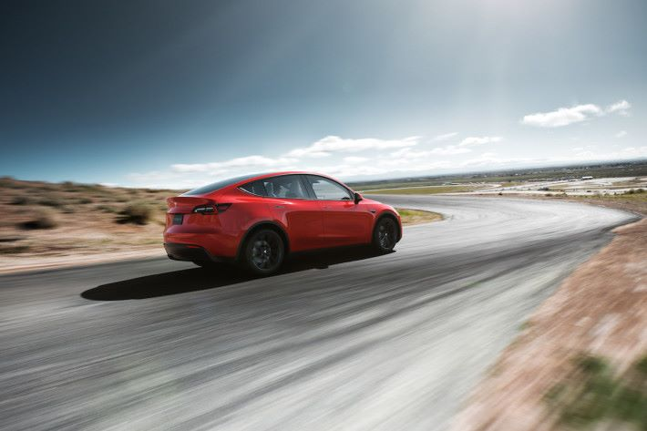 Model Y 原本打算最快可在 2019 年交付,但正式公布卻要到 2020 年秋交付高階車款。