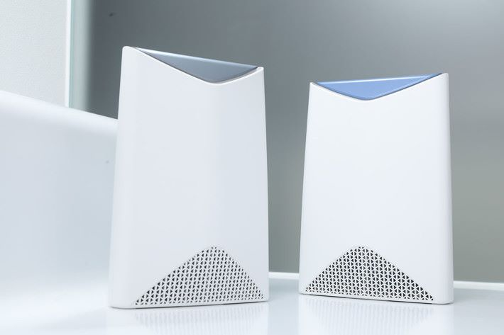 NETGEAR Orbi 產品線夠廣,能顧及不同消費者的需要,圖為商用 Orbi Pro。
