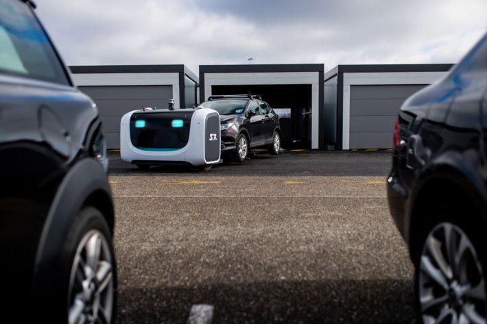 Aéroport Lyon St Exupéry (69). 12/02/2019. Robot voiturier Stanley Robotics