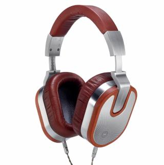 Ultrasone 最新的 Edition 15 Veritas,其腔體用上美洲櫻桃木,耳罩用上棕色的美利奴綿羊皮。